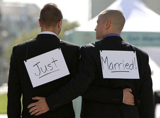 110811_gaymarriagesbegincaliforniacbea0_rjdq7l